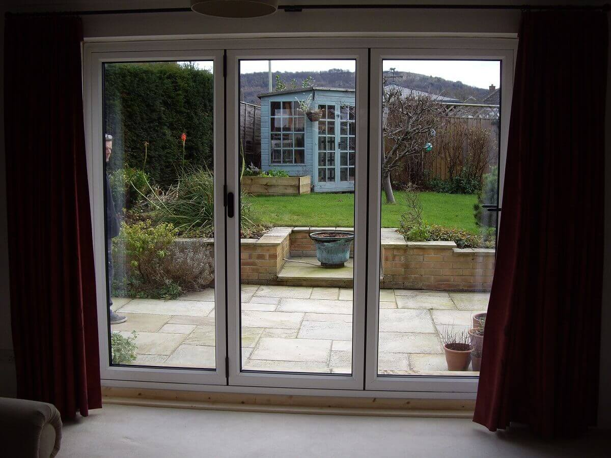 Bi-folding doors (internal)