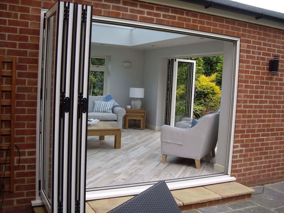 Dual aspect bi-folding doors